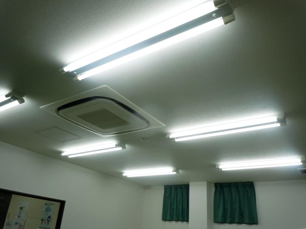 LED照明施工前(蛍光灯)