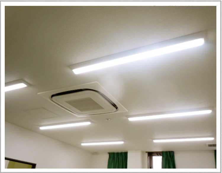 眼科、病院の天井の照明